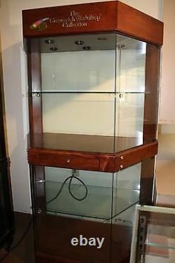 Enclosed Glass Retail Store Display Case